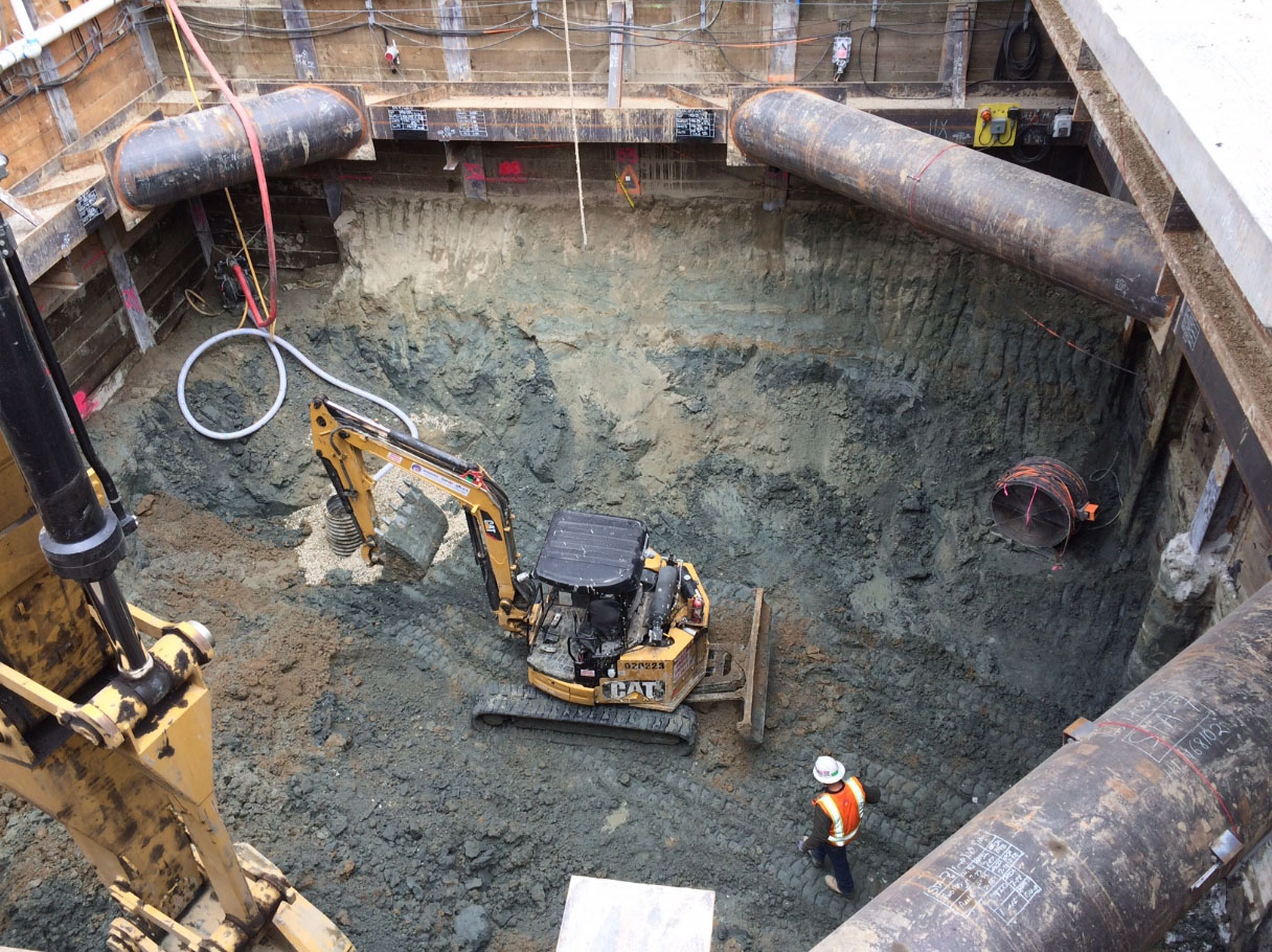 Excavating Wilshire/Western shaft (May 2018)