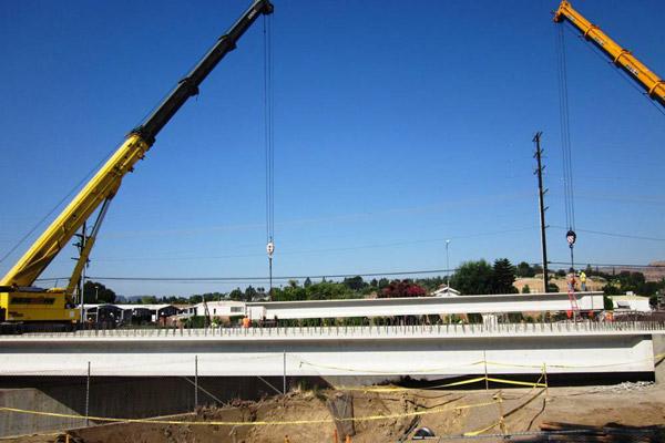 <p>Santa Susana Bridge girder installation</p>