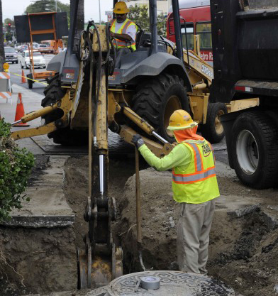 <p>Work being done along Crenshaw  Boulevard this morning. Photo by Gary Leonard for  Metro.</p>