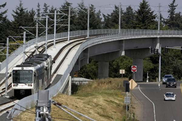 <p>I-205 Light Rail Transit (LRT) train over highest points along the segment&nbsp;(Portland, Oregon)</p>