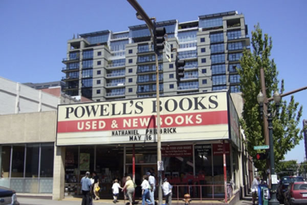 <p>Powell's Book Store&nbsp;(Portland, Oregon)</p>